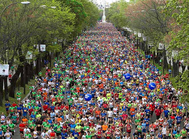 Runners participate in the Madrid marathon April 22, 2012.  REUTERS/Paul Hanna  (SPAIN - Tags: SPORT ATHLETICS)